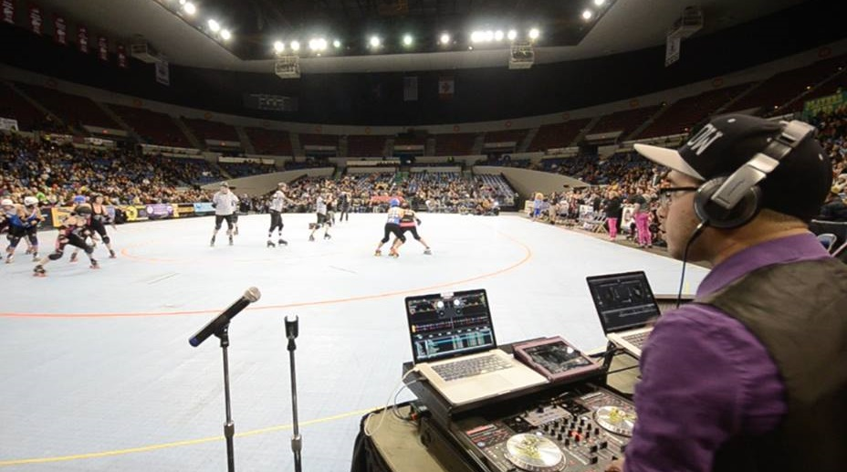Game day at Memorial Coliseum. The Beatles played here too, you know. Pic by Meow.